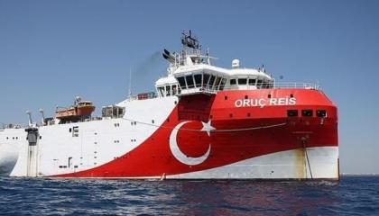 «بخفي حُنين».. سفينة أوروتش رئيس تعود لميناء أنطاليا التركي بقرار من الناتو