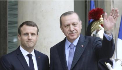 في مكالمة هاتفية.. أردوغان لماكرون: فلنحل الخلافات على مائدة المفاوضات