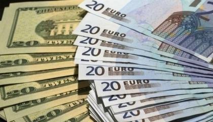 العملة التركية تستهل تعاملات اليوم بالتراجع.. والدولار يقفز إلى 7.68 ليرة