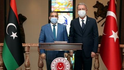 وزير الدفاع التركي يستقبل ممثل إخوان ليبيا لترتيب الأوراق عقب رحيل السراج