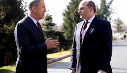 وزير الدفاع التركي يهاتف نظيره البريطاني.. وأنقرة تتكتم على التفاصيل