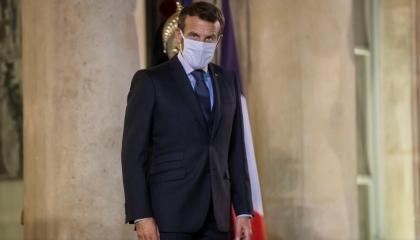 الرئيس الفرنسي يتفقد موقع الهجوم الإرهابي في نيس