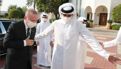 8 اتفاقات قطرية لإنقاذ اقتصاد أردوغان المتهاوي.. منطقة حرة وشراء موانئ