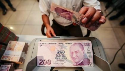 العملة التركية تواصل الانهيار.. والدولار يسجل 7.95 ليرة