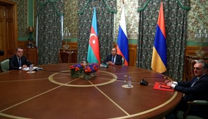 بالصور.. بدء مباحثات موسكو بين أرمينيا وأذربيجان