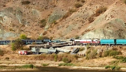 في ذكرى انفجار محطة قطارات أنقرة.. تصادم قطاري شحن في كاليجيك التركية