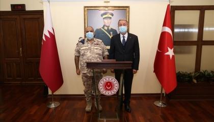 وزير الدفاع التركي يستقبل رئيس الأركان العامة القطري
