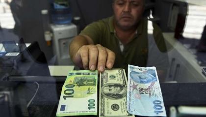 العملة التركية تسجل أدنى مستوى في التاريخ.. والدولار نحو 8 ليرات