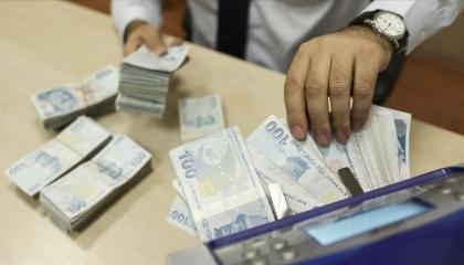 العملة التركية تواصل تقلباتها.. والدولار يفتتح تعاملات اليوم  بـ7.94 ليرة