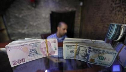 تراجع جديد للعملة التركية.. والدولار يقفز إلى 7.95 ليرة