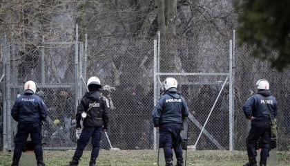 الشرطة اليونانية تعزز الحراسة على الحدود مع تركيا، ما السبب؟