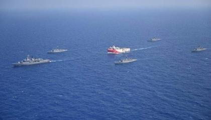بعد الاقتراب من سواحل اليونان.. نشاط عسكري تركي مكثف حول «أوروتش رئيس»