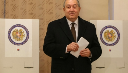 رئيس أرمينيا يبحث الصراع في كاراباخ مع الاتحاد الأوروبى و«الناتو»