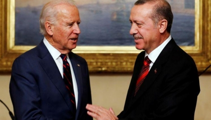 كاتب موالٍ لأردوغان: التوقعات مخيفة بشأن سياسة بايدن مع تركيا والله المنتقم