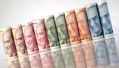 الليرة التركية تواصل هبوطها أمام اليورو والدولار والذهب يرتفع مجددًا