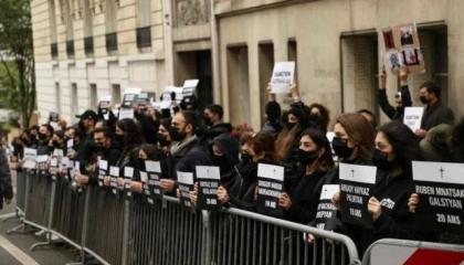 بسبب دعم أنقرة المسلح لباكو.. الأرمن يحتجون أمام السفارة التركية في باريس