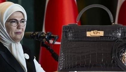 حقيبة أمينة أردوغان.. حجبت مواقع وحاكمت صحفيين وثمنها راتب الرئيس في 5 أشهر