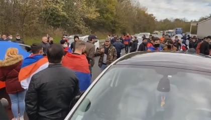 بالفيديو.. اشتباكات بين الأرمن والأتراك في جنوب فرنسا