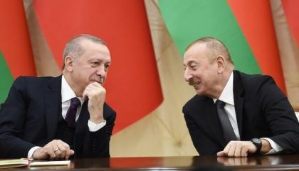 خلال اتصال هاتفي بين الحليفين.. أردوغان وعلييف يبحثان ملف النزاع في كاراباخ