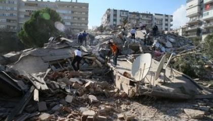 توابع كارثة زلزال إزمير التركية.. 124 شخصًا بين قتيل ومصاب (حصيلة أولية)