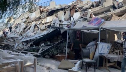 زلزال إزمير: 35 قتيلًا و885 مصابًا وتحذيرات من مبان آيلة للسقوط
