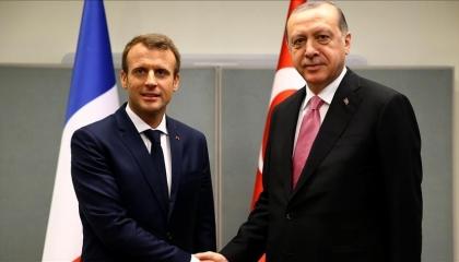 بعد اتهامه بالجنون.. أردوغان يتودد إلى ماكرون في رسالة