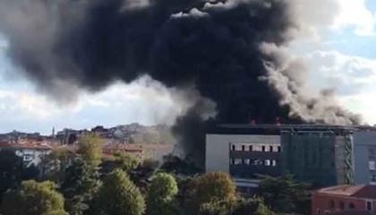 بالفيديو والصور.. اندلاع حريق هائل في مستشفى بإسطنبول
