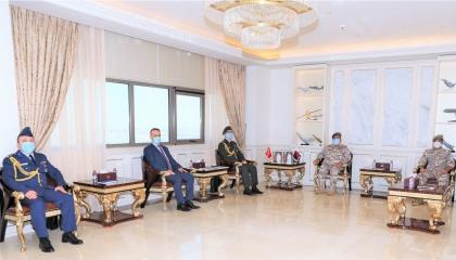 الملحق العسكري التركي يلتقي رئيس أركان الجيش القطري لتعزيز التعاون بينهما