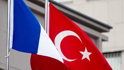 فرنسا تحاكم نائب وزير الثقافة التركي بعد وصفه مجلة «شارلي إيبدو» بالأوغاد