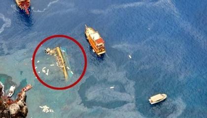 بالفيديو.. غرق مركب سياحي تركي على متنه 30 راكبًا في أنطاليا