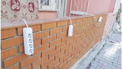 مع غياب دور الحكومة.. جهود شعبية في إزمير لتوصيل الكهرباء.. صورة اليوم