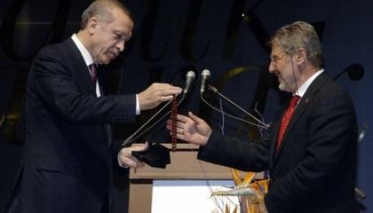 «المعركة في بيت أردوغان».. حما ابنة الرئيس يستقيل من الحزب الحاكم