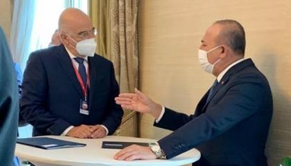 وزير خارجية تركيا يطمئن على نظيره اليوناني بعد دخوله الحجر الصحي