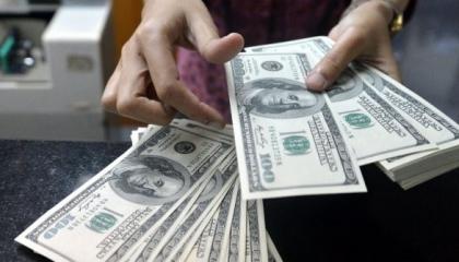 تراجع طفيف في سعر الدولار أمام الليرة التركية والذهب يواصل يواصل الارتفاع