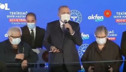 بالفيديو.. الرئيس التركي يطالب شعبه بالتهليل له على الهواء: لم لا تصفقون؟!