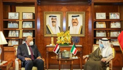 وزير الخارجية المصري من الكويت: أمن الخليج خط أحمر