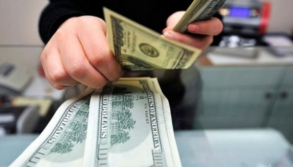 انخفاض نسبي للدولار أمام الليرة واليورو يقفز مجددًا والذهب يواصل ارتفاعه