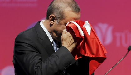 فرنسا تقود الاتحاد الأوروبي لمعاقبة تركيا: على أنقرة المواجهة أو التعاون