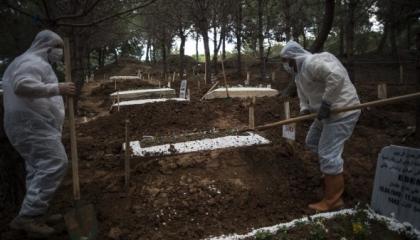 بالصور.. إسطنبول تتحول إلى مقبرة كبرى بعد فشل الحكومة في السيطرة على الوباء