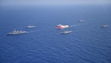 تركيا: قوات بحرية وطائرات تحلق نحو 5 آلاف ساعة برفقة أوروتش رئيس بـ82 يومًا