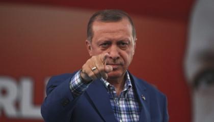 وثائق.. أردوغان يطارد معارضيه في كوريا ويتجسس على مخيمات اللاجئين باليونان
