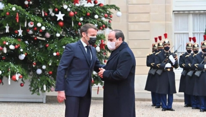 السيسي على «تويتر»: مصر وفرنسا تواجهان التحديات لترسيخ السلام بالمنطقة