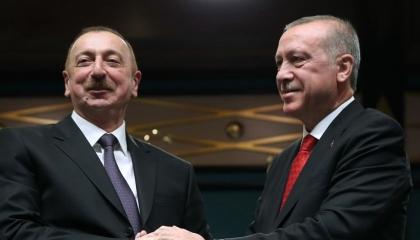 اتصال هاتفي بين الرئيس أردوغان ونظيره الأذري عليف