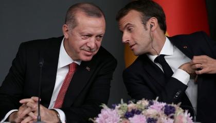 أردوغان يتودد لفرنسا ويعين صديق ماكرون في الدراسة سفيرًا لتركيا بباريس