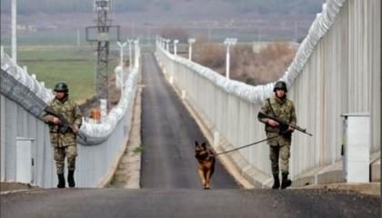 تركيا تعتقل مواطنًا فرنسيًا على حدودها مع سوريا بتهمة الإرهاب
