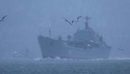 السفن الحربية الروسية تعبر مضيق البوسفور التركي في حالة تأهب