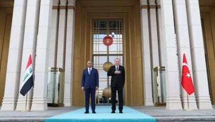 بالفيديو.. أردوغان والكاظمي يبحثان تعزيز العلاقات الثنائية في أنقرة