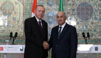 الرئيس التركي يهاتف نظيره الجزائري للتباحث حول تطورات الوضع في تونس