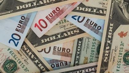 الليرة التركية تبدأ تعاملات الأسبوع بانهيار جديد أمام الدولار واليورو