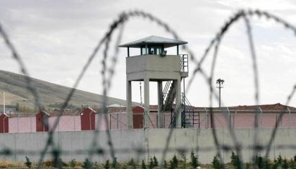 برلماني تركي: تعرية الفتيات في سجون أردوغان جريمة ضد الإنسانية